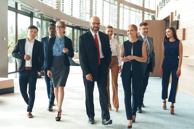 ビジネスマンのグループ