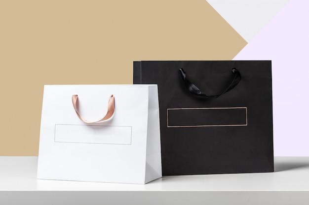Хозяйственная сумка на деревянный стол