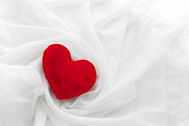 Красное сердце для сан валентина