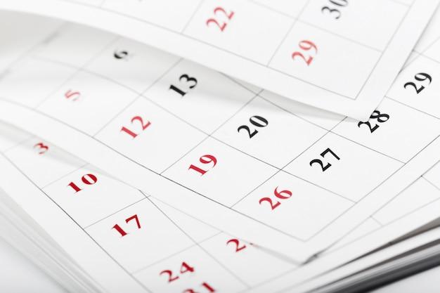 カレンダーページを閉じるビジネス時間の概念