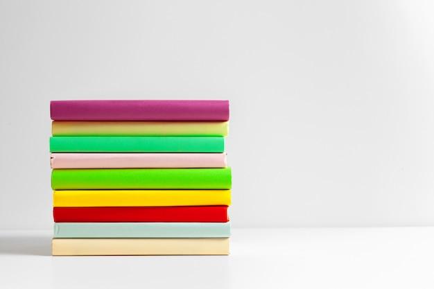 学校用のカラーハードカバー本