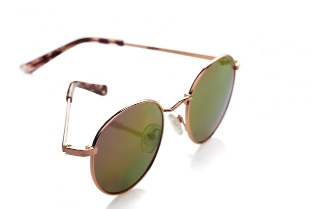 白に対して分離されたサングラス