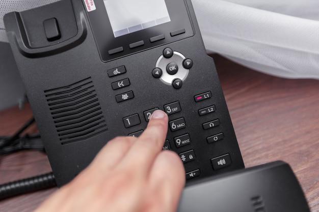 ホテルの電話、クローズアップ