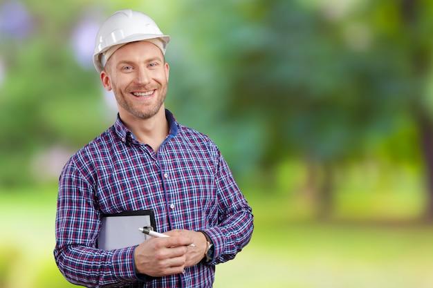 幸せな青年実業家建築家笑顔