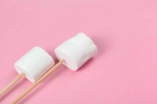 ふわふわの白いマシュマロ