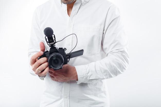 若い男の写真家