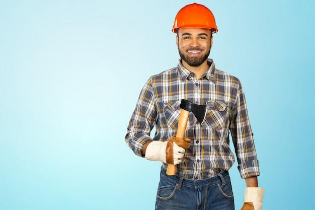 男性の建設作業員
