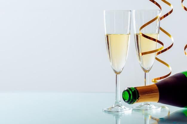 シャンパンと大晦日のお祝いの背景