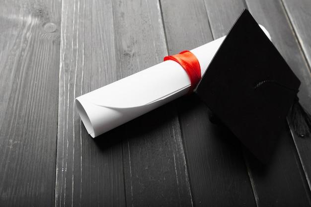 学位付き黒卒業キャップ