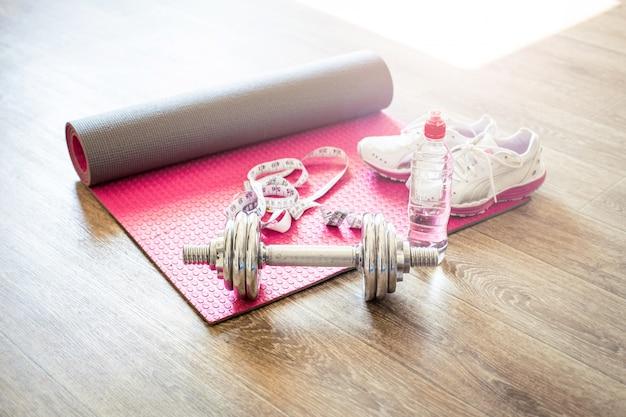 タイル張りの床でのスポーツ活動のためのセット
