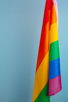 ゲイの虹色の旗の布の質感をクローズアップ