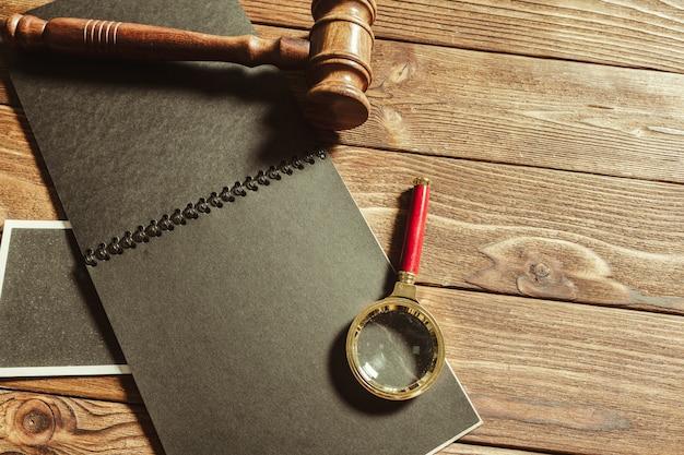 法と正義のテーマ。