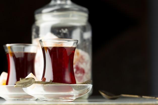 伝統的なトルコ茶をクローズアップ