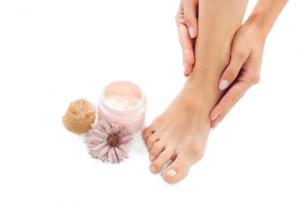 スパサロンで美しい女性の足