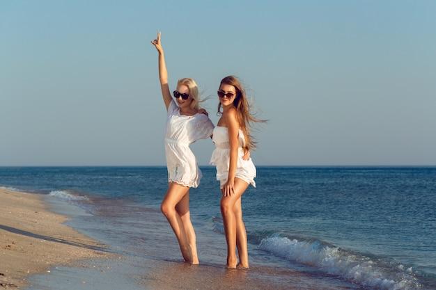 休暇中の女性の友達