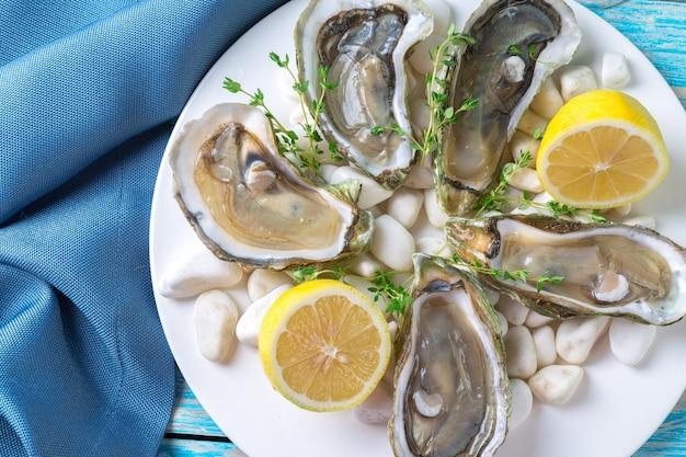 レモンと氷の生牡蠣