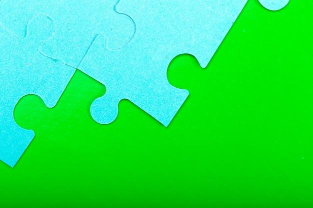 空のスペースでパズルのピース