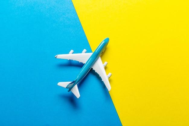 ミニチュア飛行機旅行のテーマ