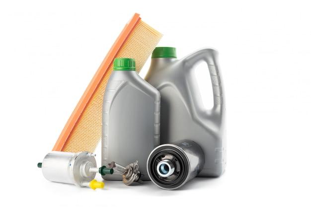 車のオイルフィルターとモーターオイルは白で隔離できます。