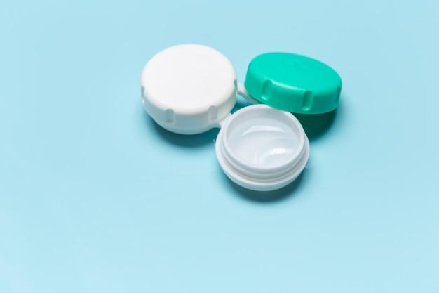 Контактные линзы, футляр для контактных линз, пинцет