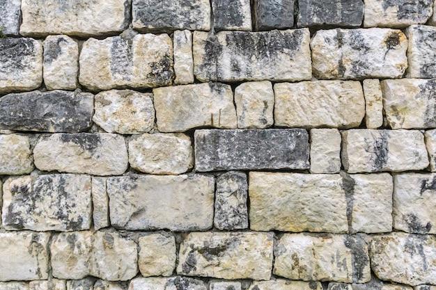 古い汚れた灰色の石の壁のテクスチャ背景