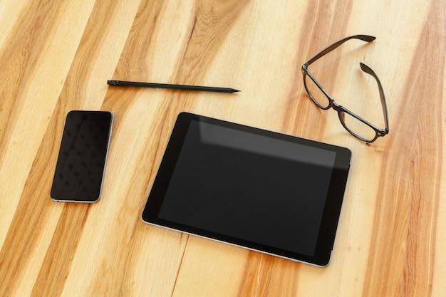 オフィスの机の上の技術