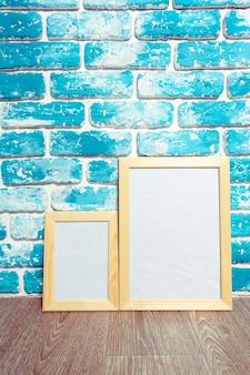 Картинная рамка на кирпичной стене