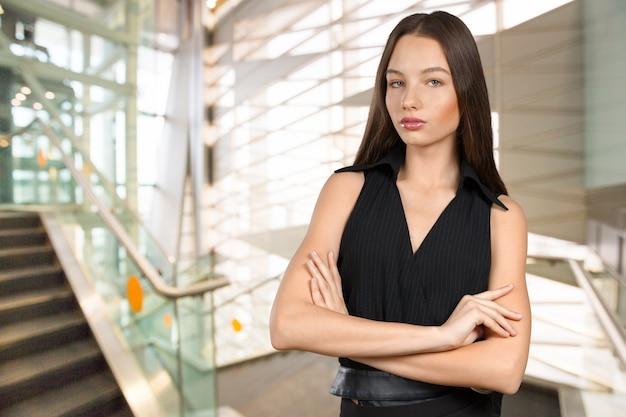 美しい若い女性の顔のクローズアップ