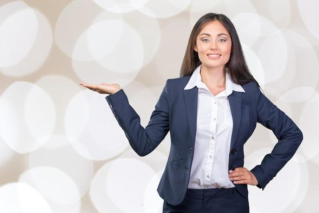 笑顔ビジネス女性ショー指
