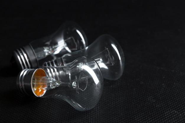 エジソン電球をクローズアップ。