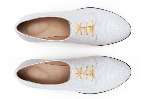Ботинки изолированные на белизне