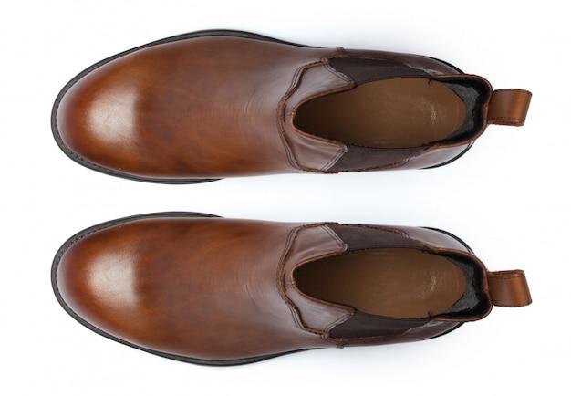 白で隔離されるブーツ。上面図。
