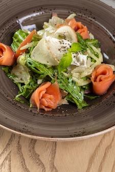 赤魚のヘルシーサラダ、混合レタスの葉