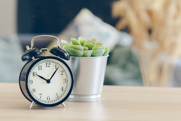 朝の太陽。美しい目覚まし時計