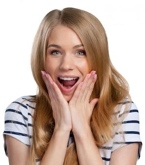 美しい若い笑顔の女性