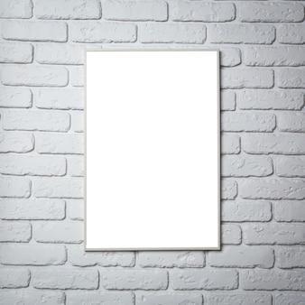 壁に空白の黒い額縁
