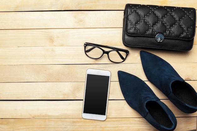 女性の靴とアクセサリー