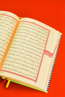 コーラン-イスラム教のヒイラギの本