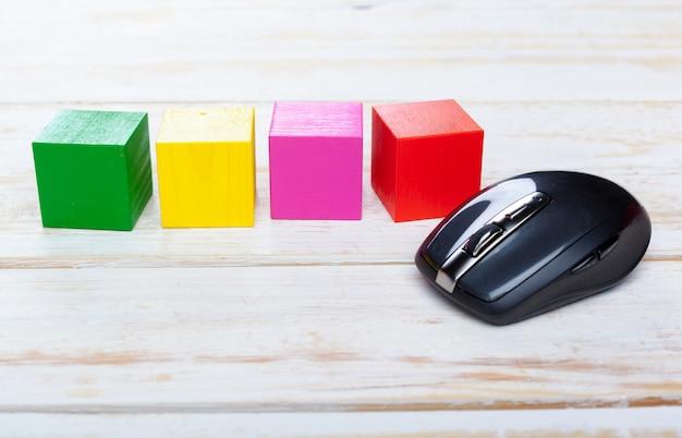 木製のコンピューターのマウス