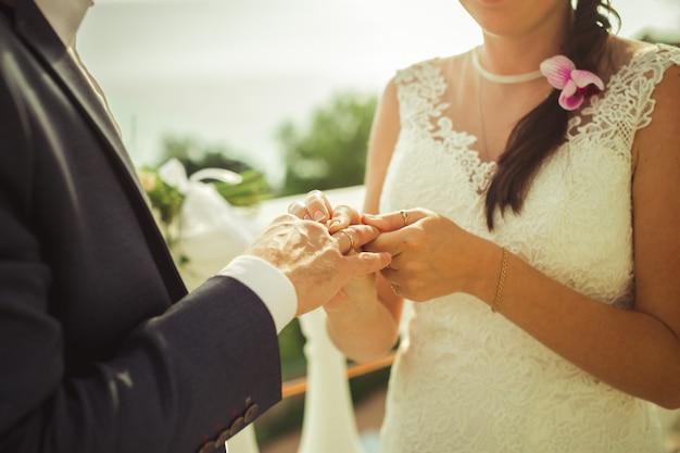 結婚式、花嫁、新郎