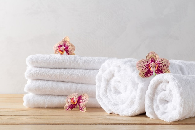 Полотенца рулонные с цветком