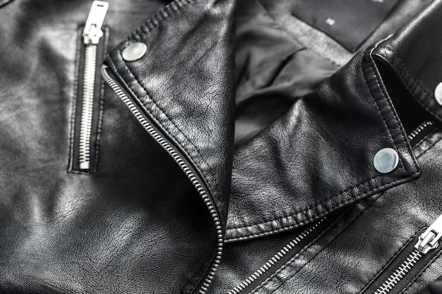 女性の革のジャケット