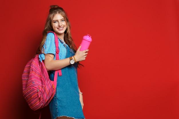 カバンと美しい学生。