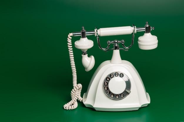 レトロなスタイルの電話