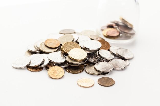 白い背景で隔離のコイン