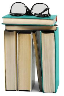 白で隔離の古い本の山