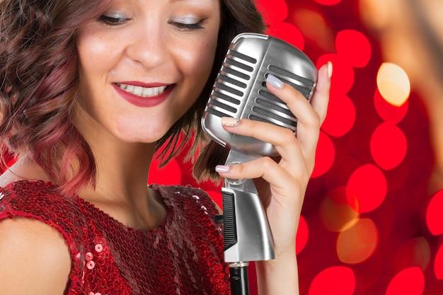 若い女性歌手