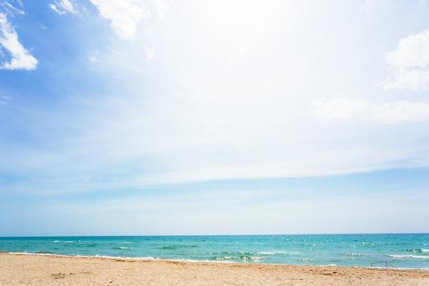 ビーチの風景、海岸、晴れた空