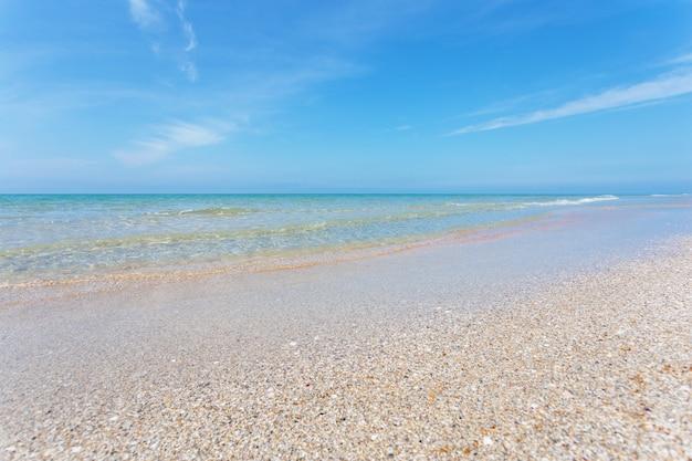 夏の日のビーチ海岸