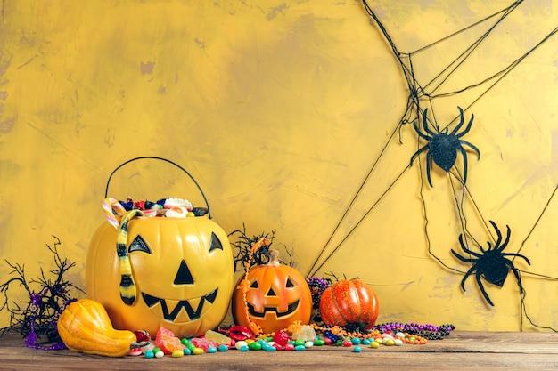 Счастливого хэллоуина! тыква с конфетой в домашних условиях.